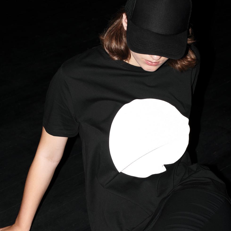 march reflective tshirt_black_flash_2.jp
