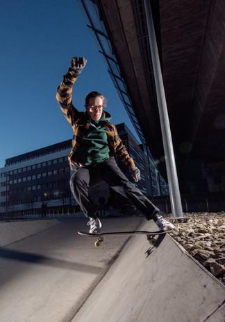 Emma Lindgren, frontside tailslide, Stockholm, Sweden