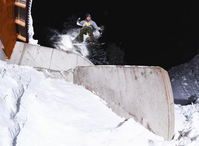 Abbe Hjellström bomb drop to boardslide