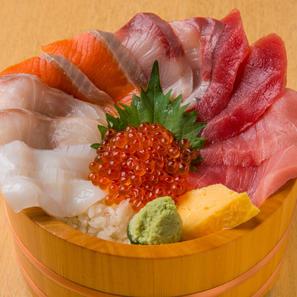 いくら盛り海鮮7点丼