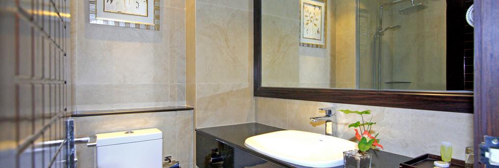 Deluxe-Bathroom.jpg