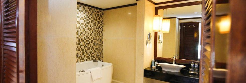 Bath room President suite.jpg