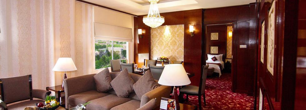 President suite living room.jpg