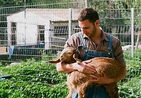 Landwirt-Holding-Ziege