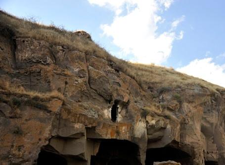 Ahlat Mağara Evler