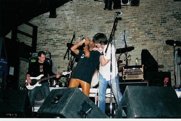 Brian Vander Ark feeds me the lyrics! Chicago, IL 2003