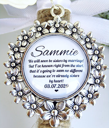 Sister In Law 'Sisters By Heart' Quote Bouquet Charm Flower Surround