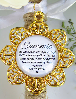 Sister In Law 'Sisters By Heart' Quote Bouquet Charm Gold Flower Surround