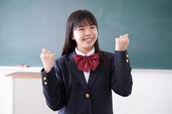 ガッツポーズの中学生