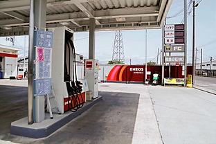 SS給油機と看板