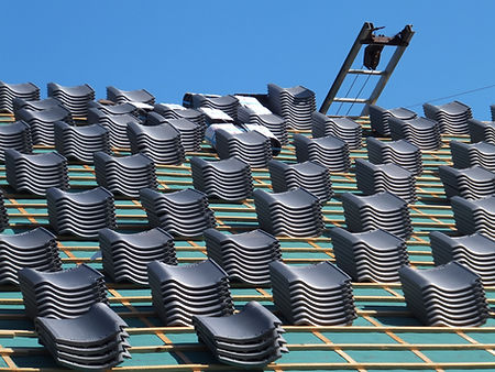 大量の屋根瓦