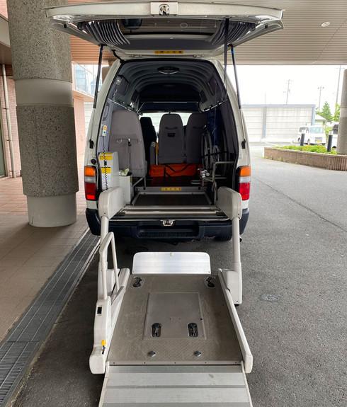 福祉タクシー リフト 背面