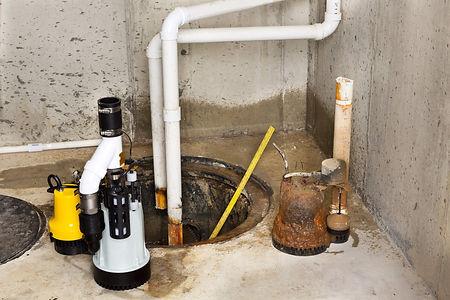 屋外の水道管つまり修理