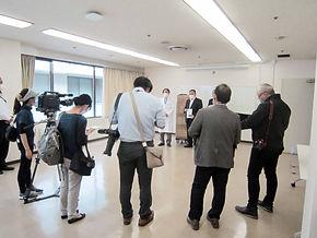64期岐阜県立多治見病院に医療用マスクを寄付の様子