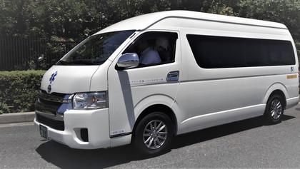 車いす2、座席、8人乗りジャンボー車、大きな室内、学生・団体・旅行等に最適、複数車予約可能。