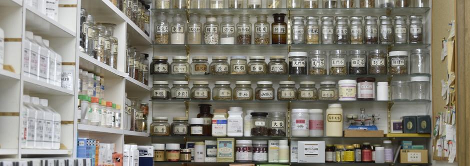 漢方薬棚1