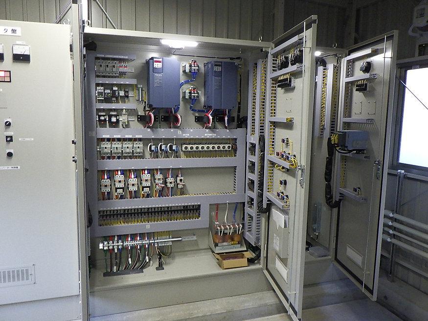 中継ポンプ制御盤内部