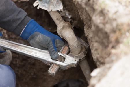 屋外水道管修理