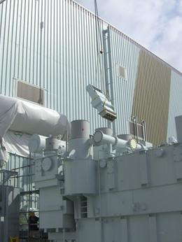 主変圧器と高圧バスダクト組立