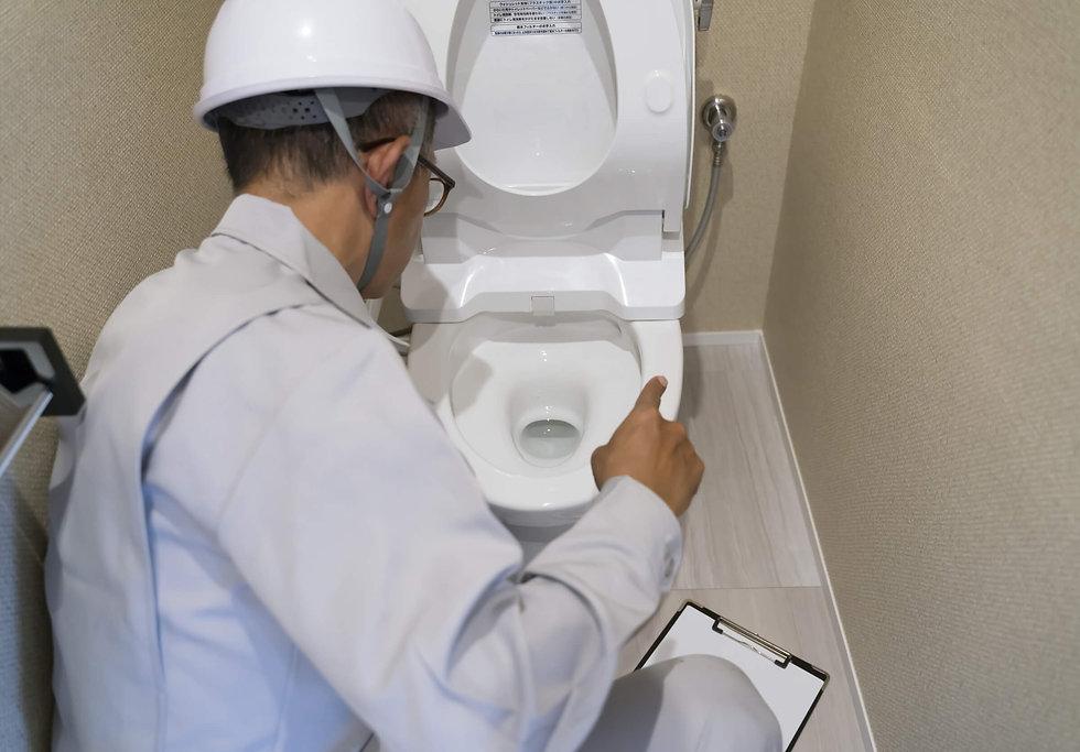 トイレの詰まり修理作業