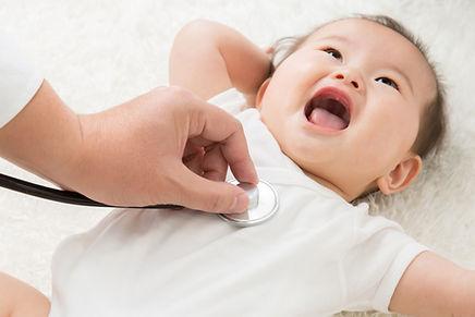 赤ちゃん診察中