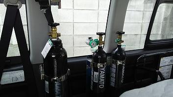 車内 酸素ボンベ