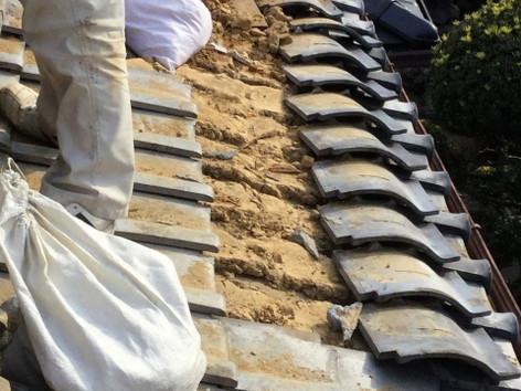 瓦葺き替えによる雨漏り工事