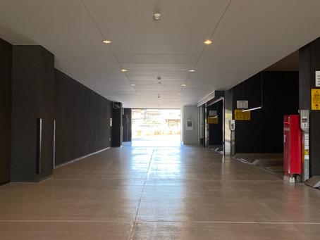 1階、内部駐車場車路の塗り替え工事が完了しました。