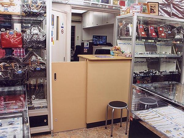 三崎質店カウンター