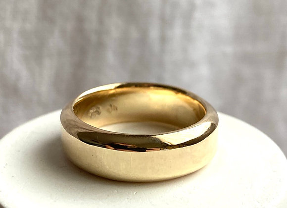 The Classic 9ct Gold Wedding Band