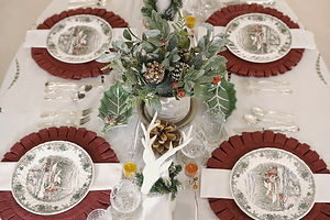 December Tablescapes: Winter Holiday Christmas Table Setting