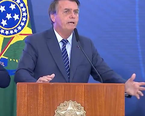 """Bolsonaro chama de """"canalha"""" quem se opõe ao tratamento precoce para Covid"""