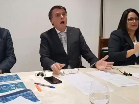 Jair Bolsonaro imita paciente com falta de ar em vídeo defendendo tratamento precoce