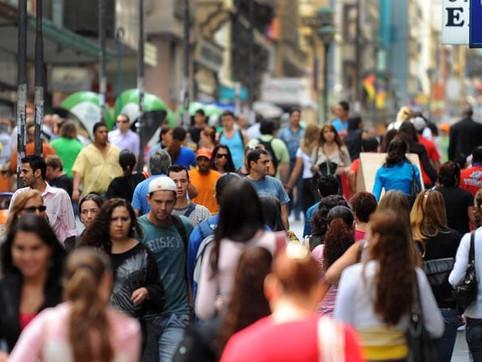 Pesquisa aponta que 50,7% população acredita que coronavírus foi criado pela China