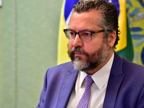 "Afastado do governo, Ernesto Araújo dispara: ""projeto minguou"""
