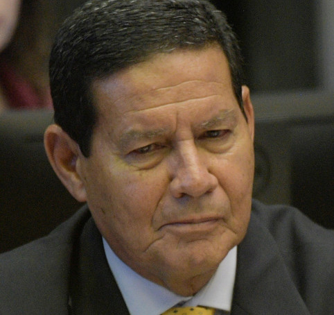 Mourão comenta aparição de Pazuello em manifestação pró-Bolsonaro: cometeu um erro