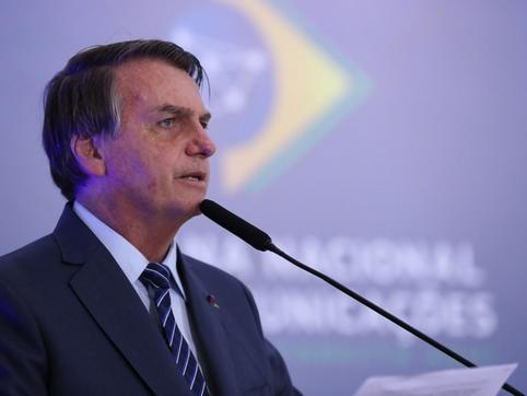 Bolsonaro insinua que China usa pandemia do Covid-19 para crescimento econômico