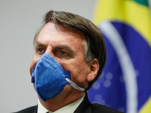 Jornal diz que Jair Bolsonaro concedeu 2,1 bilhões para orçamento secreto da saúde