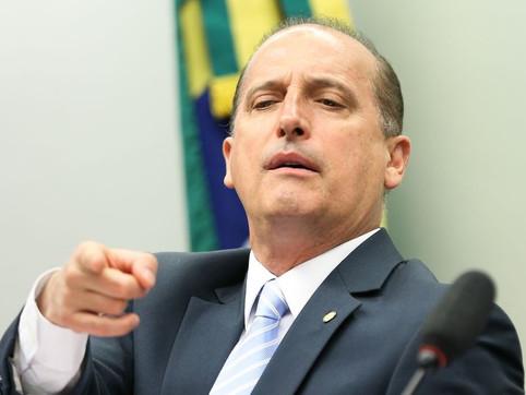 Contradições: Onyx Lorenzoni luta para que Pazuello tenha o direito de ficar calado durante CPI