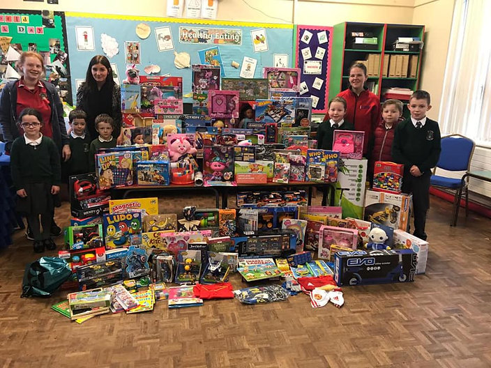 St Peter's Primary Collegeland Support iCare at Christmas