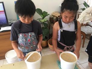 親子で味噌作り