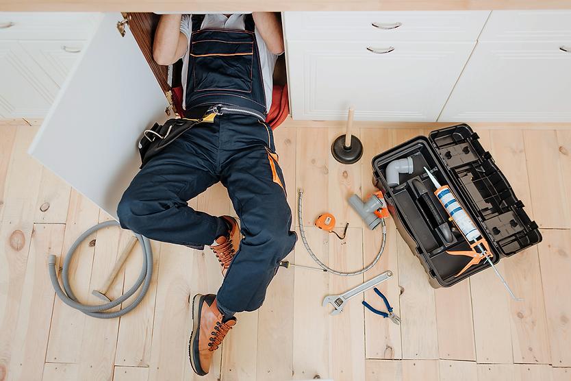 man-uniform-work-kitchen-sink.png