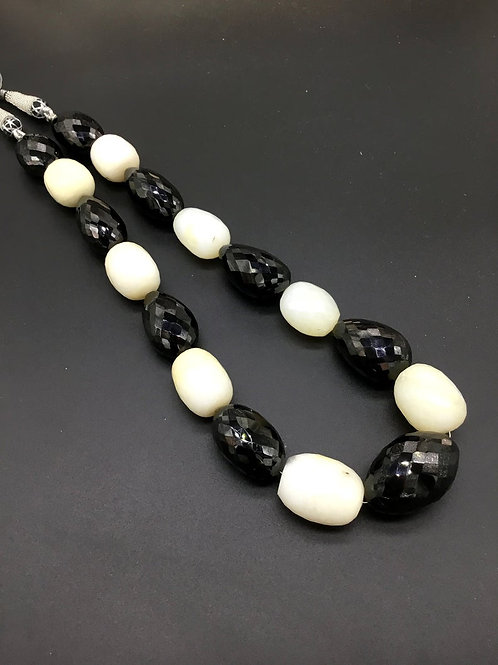 Black Spinal + White Onyx 16 '' Faceted Tumble 1048 Ct Natural Gemstone Necklace
