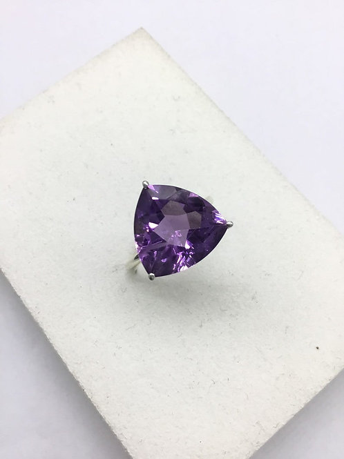Amethyst Trillion ring 17.90carats weight size us7/8 unisex ring beautiful gem