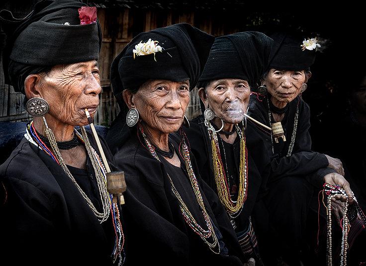 Akhu women at Wan Sai, Myanmar-8221 publ