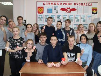 """Студенты на акции """"Кровь во имя жизни 2017"""""""