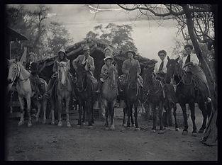 Oracle AZ_photo of fancy people on horse