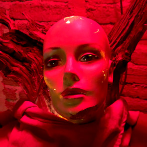 'Red Queen' Artist Tony Rosano