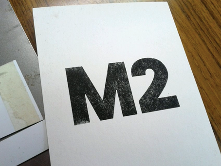 紙活字を刷る