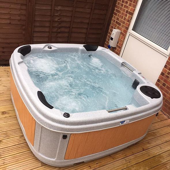 DuraSpa Elite S160 Hot Tub (6 person) - Free Installation & Delivery!